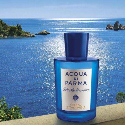 Acqua Di Parma is een symbool van Italiaans raffinement, klasse en tijdloze elegantie.Sinds de jaren 30 heeft het parfumhuis Acqua Di Parma de loyaliteit gewonnen van een high-profile klantenkring met sublieme geuren die de rijke verscheidenheid van het Italiaanse landschap vastleggen. Alle geuren zijn op locatie met de hand gedistilleerd, zodat de volledige levendigheid van de natuurlijke ingrediënten wordt gevangen. De bad-en verzorgingsproducten voor het lichaam verzachten, kalmeren en bieden comfort met een decadente rand. Het in 1916 debuterende iconische Acqua Di Parma Colonia blijft een internationale favoriet, die zowel bij mannen als bij vrouwen in de smaak valt. Acqua Di Parma is een symbool van Italiaans raffinement, klasse en tijdloze elegantie.Verkrijgbaar bij Jurgen Langezaal