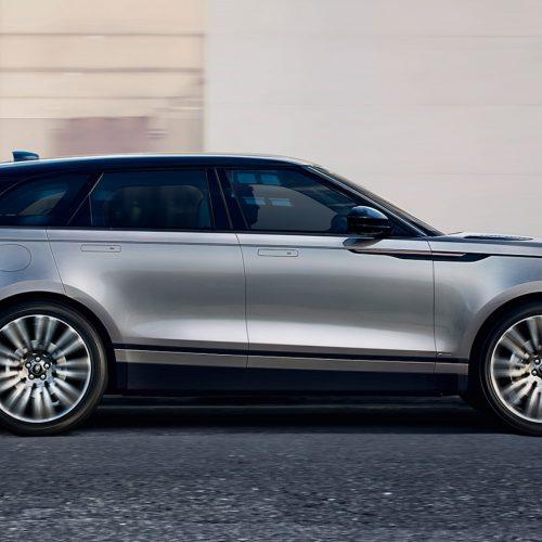 Land Rover is synoniem aan grensverleggende auto's die je uitdagen om te ontdekken. Als bestuurder begeef je je hoe dan ook op geheel nieuw terrein. Niet alleen qua omgeving, maar ook qua prestatie, design en comfort. Zie bijvoorbeeld de Range Rover Velar, die qua luxe en technologie een nieuwe interpretatie geeft aan de filosofie van het beroemde Range Rover. Daarnaast onderscheidt het model zich door een indrukwekkend rijgedrag en beleving, voor zowel de bestuurder als de passagiers. Alle modellen bieden een grote omvang van capaciteiten en prestaties in hun klasse. Ieder model is te herkennen aan die iconische, Britse designelementen. Zie bijvoorbeeldhetranke, aerodynamische silhouet van de Discovery Sport. Met dit uiteenlopende aanbodweet Land Rover tactisch aan te sluiten bij de wensen van kopers binnen elk segment. Op de weg, of toch offroad.Bron LXRYhttp://www.landrover.nl/vehicles/range-rover-velar/index.html